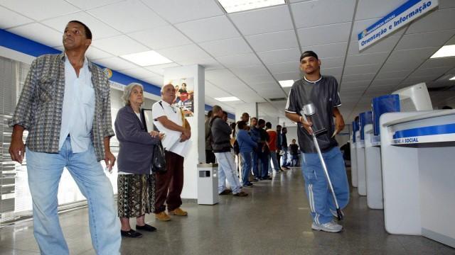Governo corta auxílios e aposentadorias e não divulga critérios