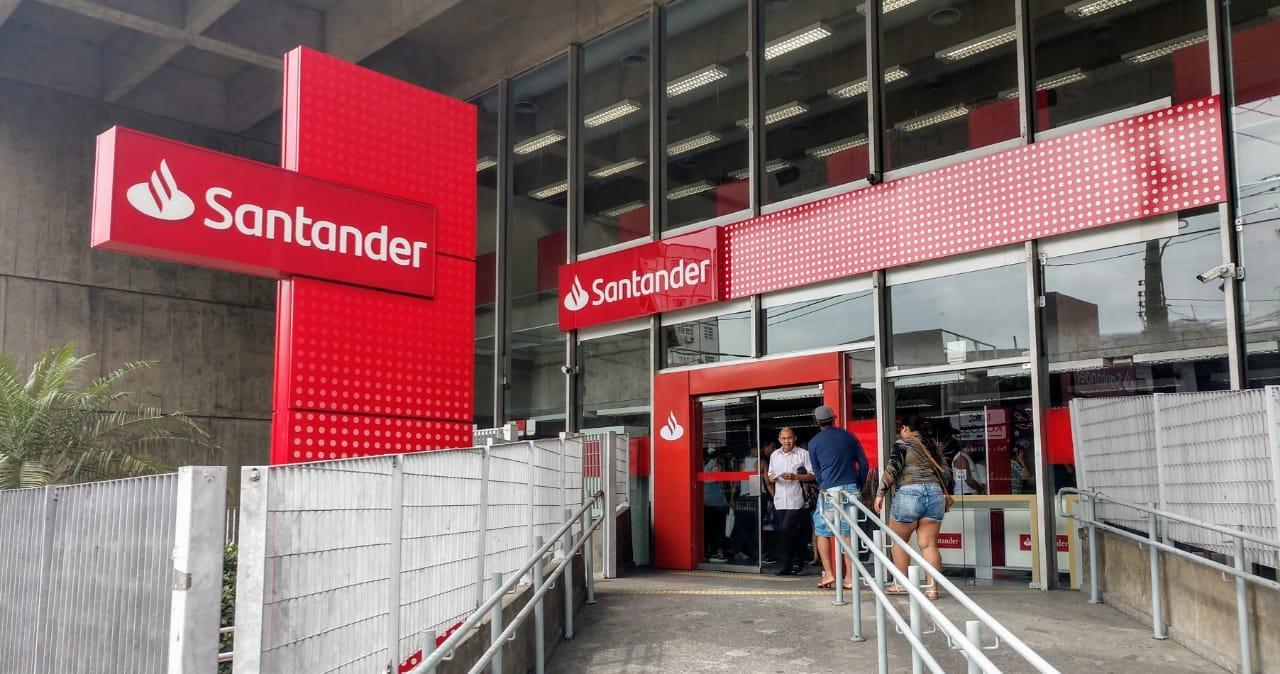 Santander: muito lucro e festa para poucos