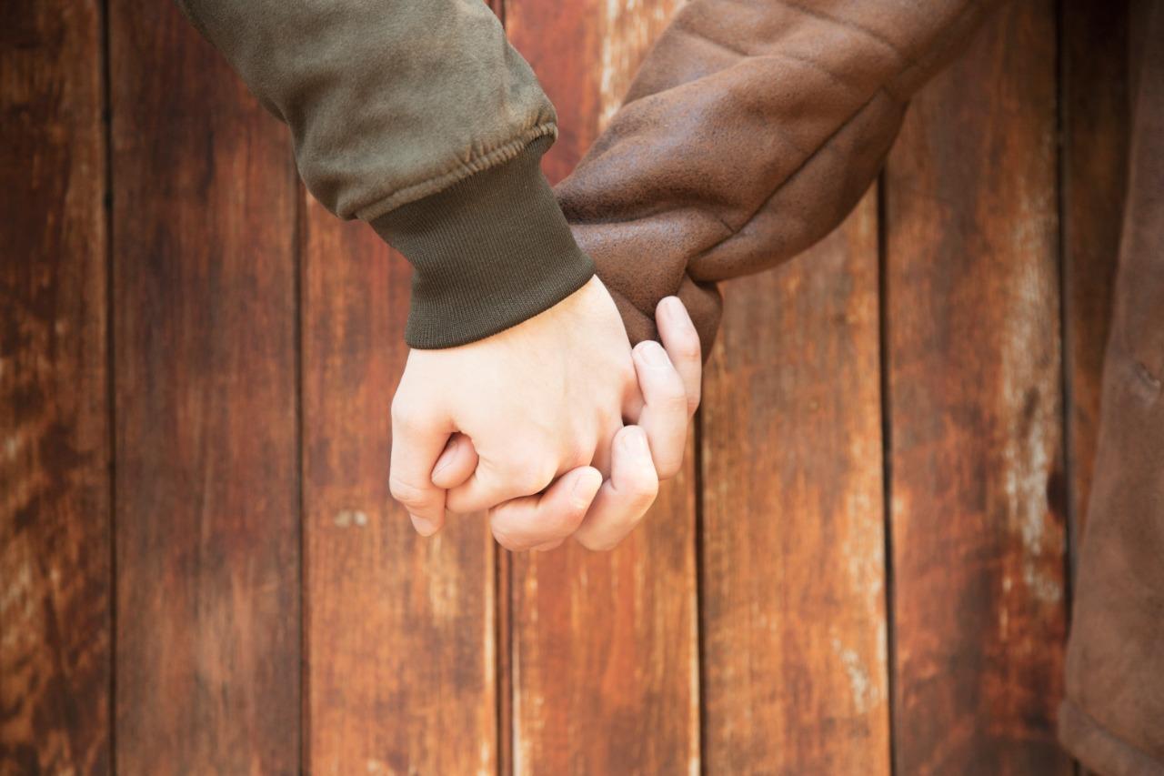 Homem é condenado por agredir verbalmente casal gay em transporte público