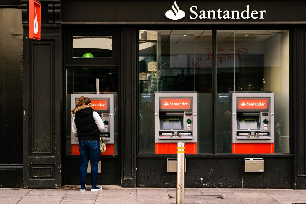Santander fechará 20% de suas agências no Reino Unido