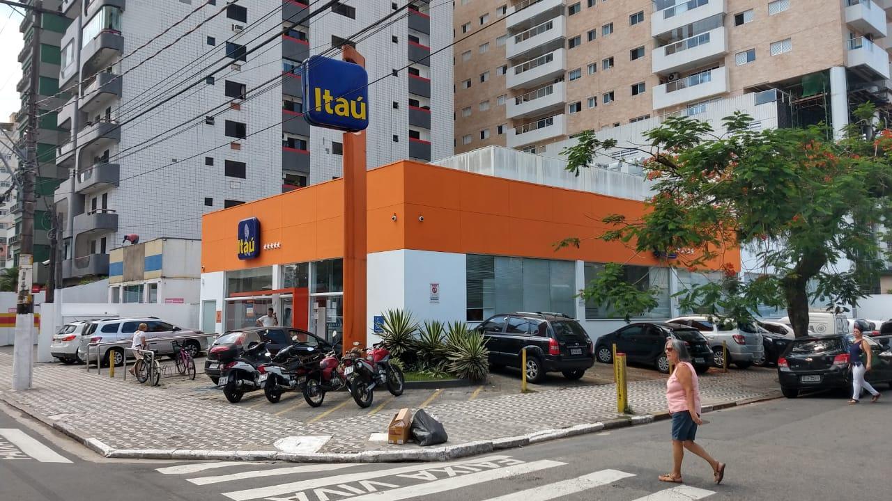 Itaú mostra descaso em agência insalubre em São Vicente