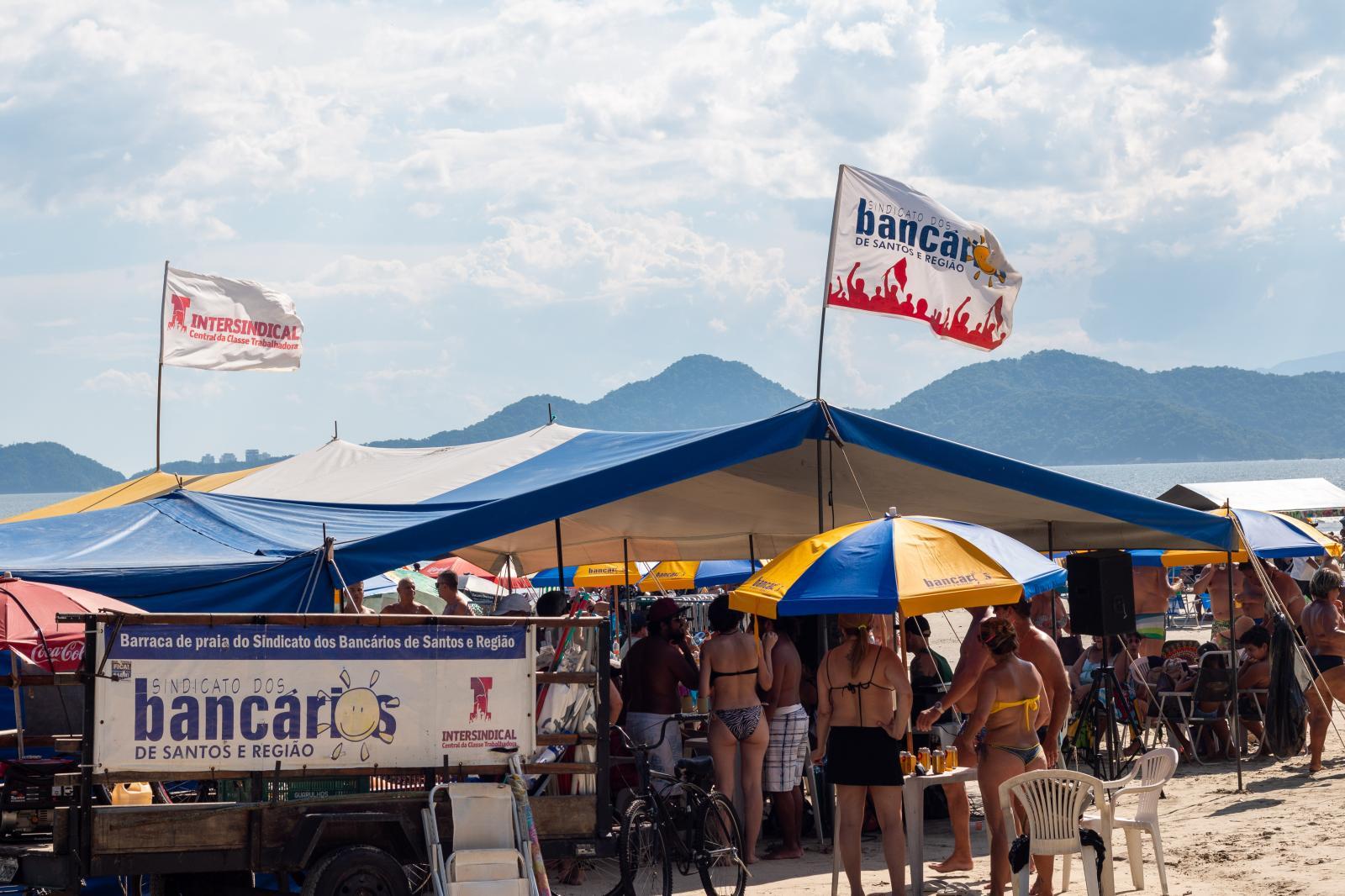 Carnabarraca agita o domingo de Carnaval na barraca de praia do Sindicato