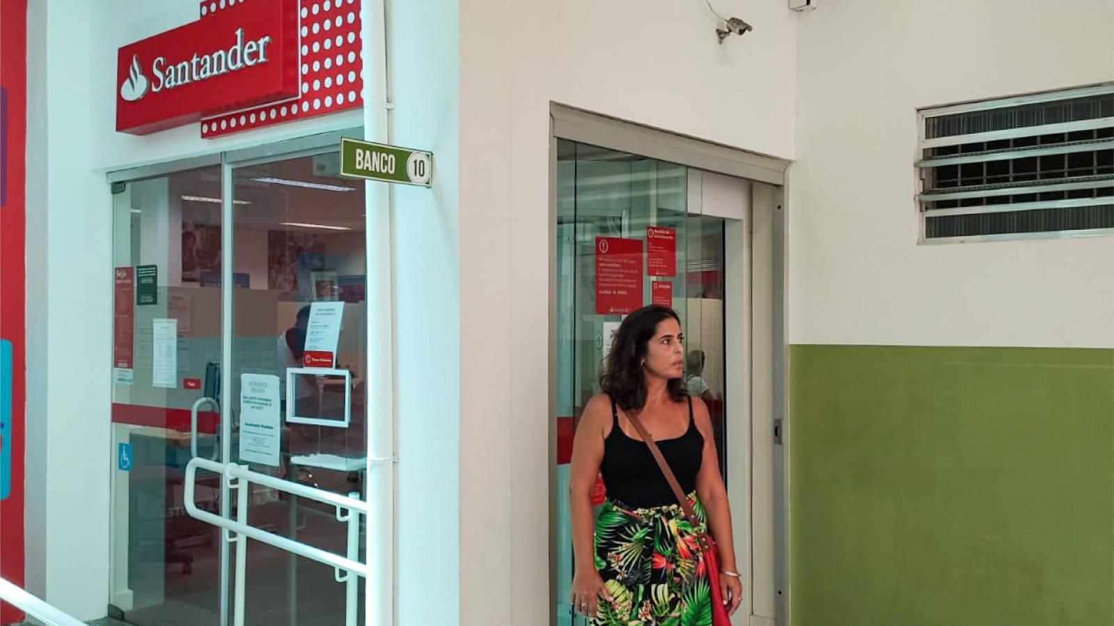 Santander: teclas de telefones são coladas para intimidar bancários