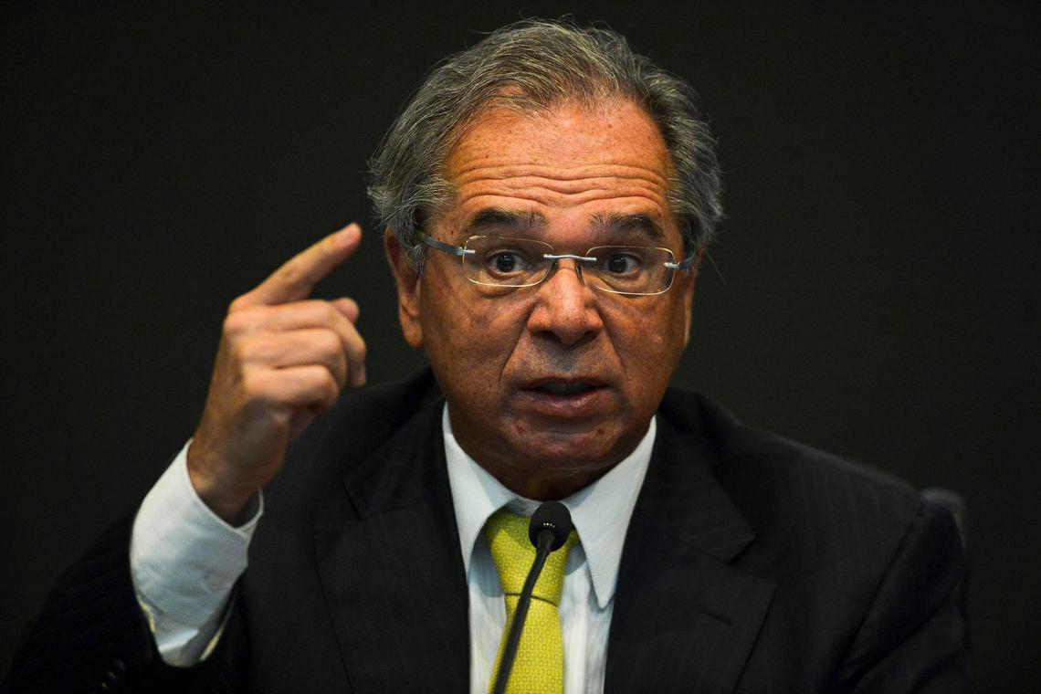 Paulo Guedes compara funcionário público a