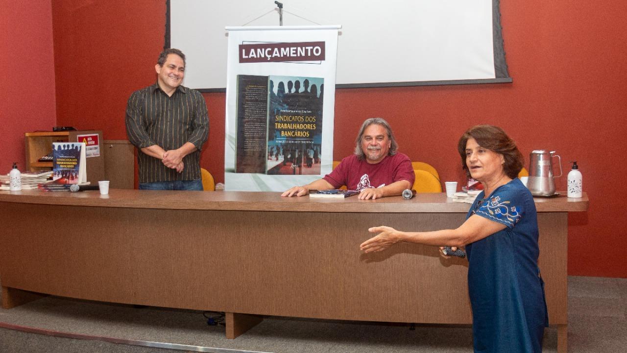 Livro revela trajetória revolucionária em defesa dos bancários de Santos