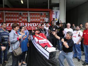 Bancários de Santos realizam ato contra política de arrocho salarial